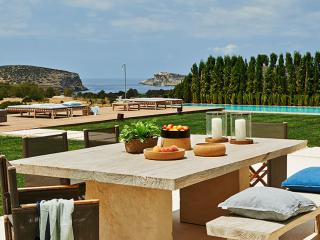 6-bed-6bath Villa, Pool, Cala Conta