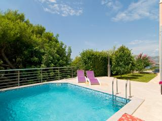 Luxury Villa with heated pool and amazing view, Okrug Gornji