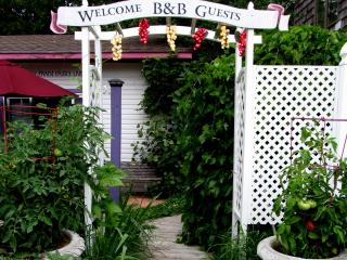Royal Bee Suite @ North Park West B&B, Suttons Bay