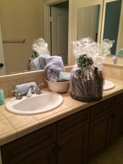 Guest Suite 2 - Bath
