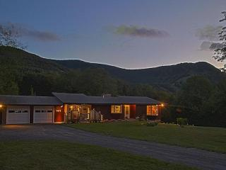 Charming home with mountain views, Hunter