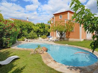 Villa with pool in idyllic village, Cournonterral