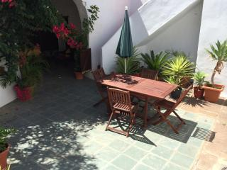 Roomy cottage with sunny courtyard, San Juan de la Rambla