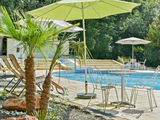 Idyllic Provençal flat with pool, La Garde