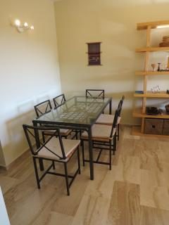 dining area next to the kitchen (fully equipped for 6)