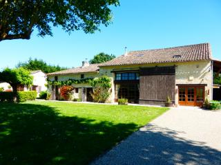 Lieu Dit Borie - 4 Bed Converted Barn with pool, Montcaret
