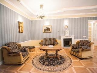 Ver big apartment 1 min to Hermitage, San Petersburgo