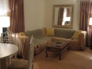 4 Bedroom flat off Sliema sleeps 8, Ta' Xbiex