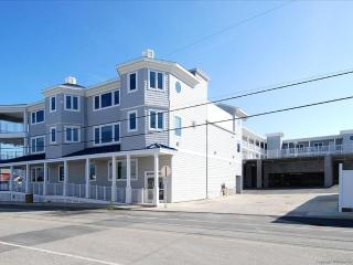 Fantastic 3 bedroom, condo right on the boardwalk ocean front., Bethany Beach