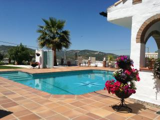 Iznajar - Beautiful Andalucian 1 Bedroom Bungalow with a private roof terrace.