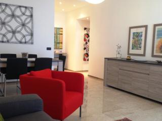 Cosy apartment 120 sqm 4-6 sleeps, private parking