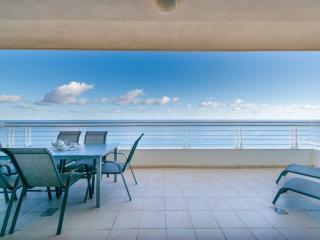 Breathtaking open ocean views from the huge terrace