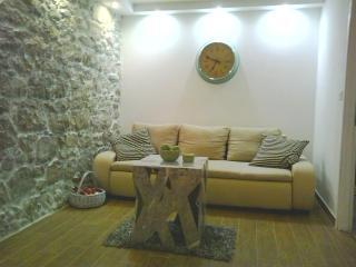Island Ugljan 2BD apartment, Sutomiscica