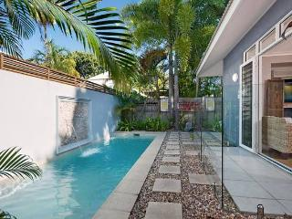 Hanalei Beach House ~ Tropiclal 3 bedroom villa, Port Douglas