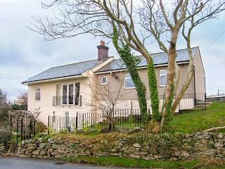 HEN EFAIL, woodburner, WiFi, ground floor cottage near Llandonna, Ref. 915734