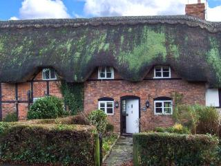 ACORN COTTAGE, mid-terrace, thatched cottage, ideal for a couple, in, Bretforton