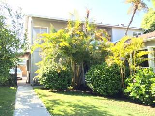 Ocean View, 2 Blocks to Beaches, Beautiful 2 Bdrm!