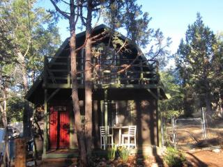 Remodeled Rustic Big Bear Cabin w/ Chef's Kitchen, Big Bear Lake