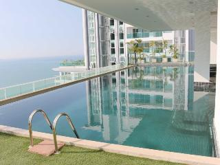 The View Cozy Beach Superior 2 Bedroom Suite with Sea View, Pattaya
