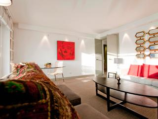 Bright Chelsea Modern two bedrooms with balcony an, Londres