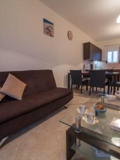 The whole apartment is tastefully furnished and has a modern style!