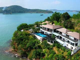 Hollywood Oceanfront Super Villa !, Cape Panwa