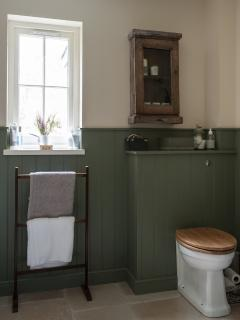 Main bathroom with large cast iron bath.