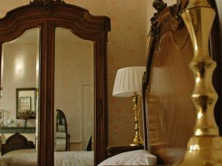 Romantic suite in a beautiful mansion in the Loire