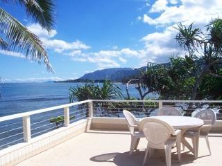 Tranquil Balcony House - beachfront home w/ lanai, Hauula