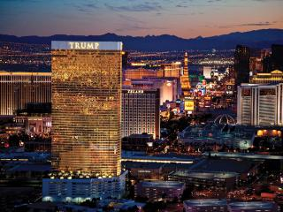 TRUMP 51st Floor 1BR Corner Suite with Strip View, Las Vegas