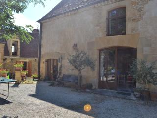 Traditional Converted Barn and Cottage in Beynac