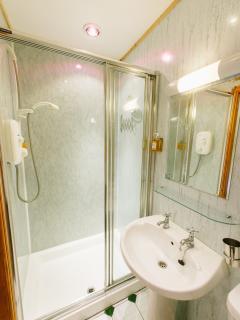Twin bedroom ensuite shower room