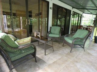 Jungle Creek, Mono Vista, Gated, A/C, Queen beds, Parque Nacional Manuel Antonio