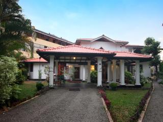 Arcadia 6 AC BR Villa with a private pool, Hikkaduwa
