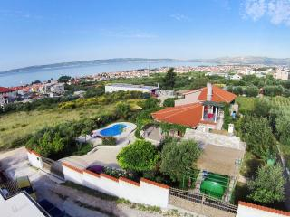 Villa Beleca with private pool, Kastel Gomilica