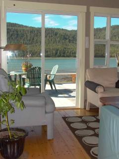 Cassiar Cannery - Sockeye House living room