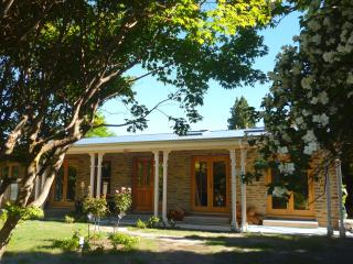 Luxury Arrowtown home - 2 mins walk to main street