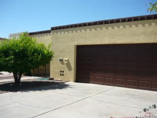 Patio Townhome with Pool access, Tempe