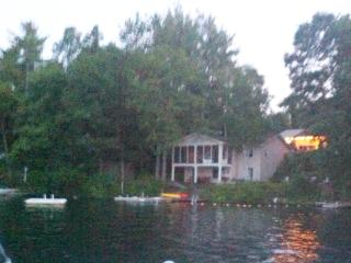 Fabulous Lakefront Rental sleeps 9+, Standish