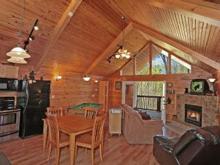 Cabin w/2 luxury masters w/whirlpools+hot tub, Sevierville