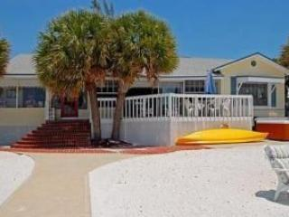 BEST BEACH FRONT DEAL! GREAT MID ISLAND LOCATION, Fort Myers Beach
