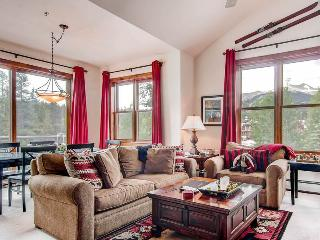 Economically Priced Breckenridge 3 Bedroom Free shuttle to lift - MJ3