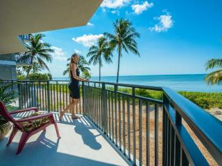 Ocean Front View Every Room*90' Scenic Balcony WIFI IN KEY WEST NOT ISLANDS AWAY