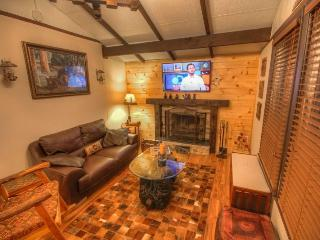 Sleeps 5, Minutes to Skiing, Hiking, Mountain Biking, Boating, Wood-Burning Fireplace, Spacious Deck, Outdoor Fire Pit, Granite Kitchen, Beech Mountain