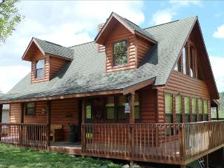Lake Front Log Cabin 4 bdrm 3 bath (slps 11) Table Rock Lake, Rolla