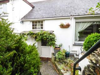 SWALLOW COTTAGE, pet-friendly, detached cottage, WiFi, garden, close to Roseland Peninsula, in Probus, Ref 918497