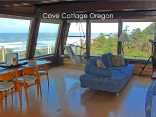 Cove Cottage Oregon, 3 bedroom, 2 Bath, Sleeps 6, Arch Cape