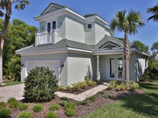 Sandpiper Beach Home in Ocean Hammock ! Short stroll to the ocean!  Sleeps 8!, Palm Coast