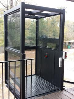 Passenger Elevator! Is there anything The Great Escape River House Doesn't Have?