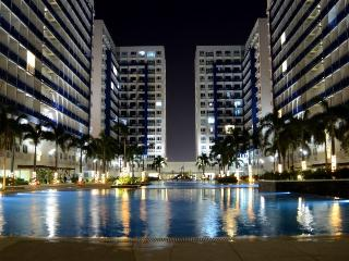Sm mall of Asia Condo with balcony wifi*&cable Inc
